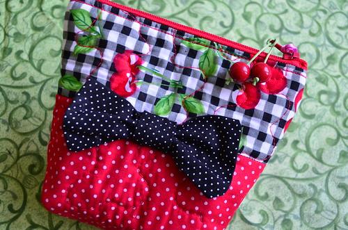 Necessaire Cherry laço by Maria Sica