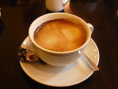 food(0.0), caffeine(0.0), espresso(1.0), flat white(1.0), cup(1.0), tea(1.0), hong kong-style milk tea(1.0), coffee milk(1.0), caf㩠au lait(1.0), coffee(1.0), dish(1.0), ristretto(1.0), masala chai(1.0), caff㨠macchiato(1.0), caff㨠americano(1.0), drink(1.0),