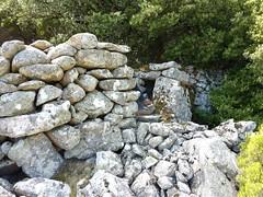 Castellu di Chirgini Visconti : les mur d'entrée et la guérite