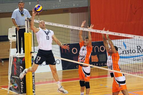 Voleibol: Vitória 0-3 Castêlo Maia