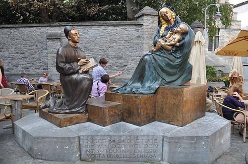 2011.09.25.165 TOURNAI - Vieux Marché aux Poteries - Statue de Rogier van der Weyden