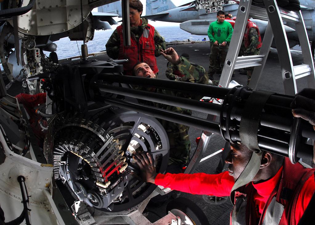 Авианосная ударная группа ВМС США вошла в Красное море