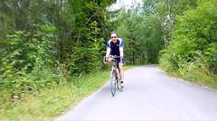 Миша по велодорожке вдоль реки Drau
