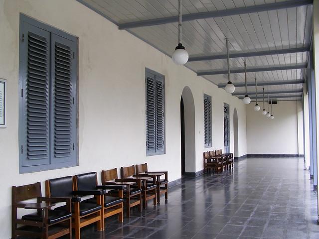 博物館外的走廊,這裡的建築風格獨特。