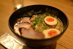 hot pot(0.0), noodle(1.0), meal(1.0), ramen(1.0), meat(1.0), japanese cuisine(1.0), food(1.0), dish(1.0), soup(1.0), cuisine(1.0),