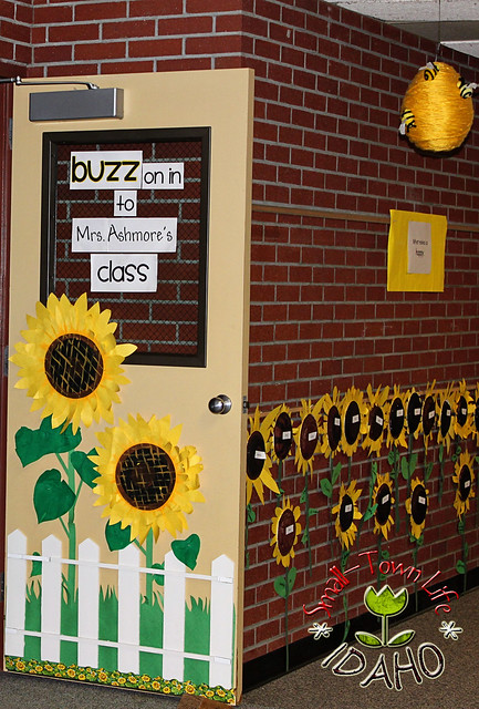 Classroom Decoration Freebies ~ Our small town idaho life bee themed classroom freebies