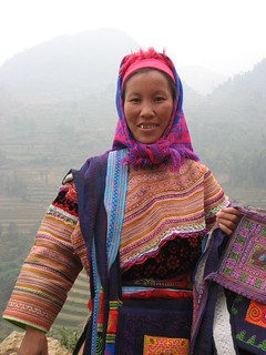 Can Cau market, Flower Hmong lady
