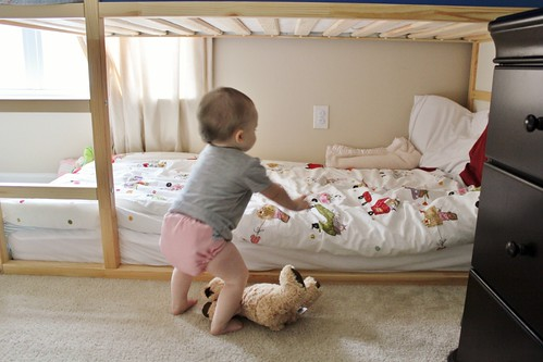 the crunchy lion from cradle to bed. Black Bedroom Furniture Sets. Home Design Ideas