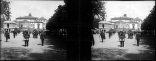 Dans le parc devant le casino, la mort du pape, Le Mont-Dore, juillet 1903