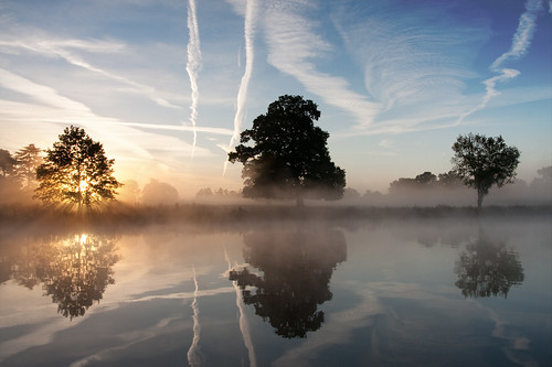 mist lake reflection misty sunrise dawn rays contrails slough berkshire kevday sunbeams langleypark