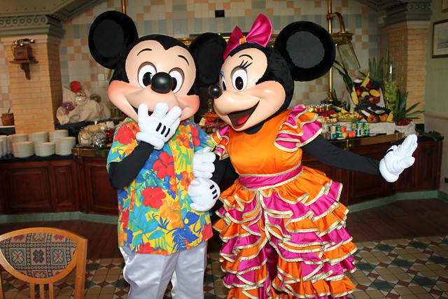 Meeting Hawaiian Mickey Mouse and Carnival Minnie Mouse