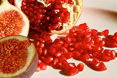 berry(0.0), plant(0.0), produce(0.0), pomegranate(1.0), red(1.0), fruit(1.0), food(1.0),