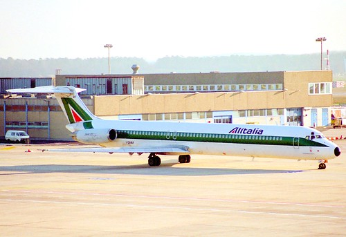 Alitalia MD-82; I-DAWF@FRA;27.12.1995
