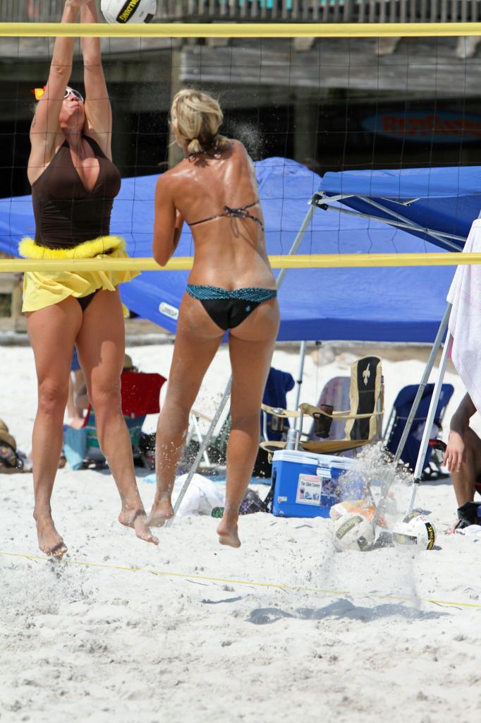 Bikini Ass Crack