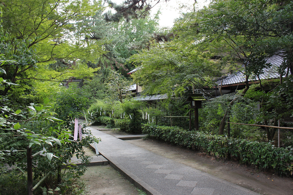 Nashinoki Shrine in Kyoto, 2011
