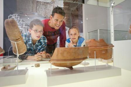 Bekijk echte Romeinse voorwerpen.