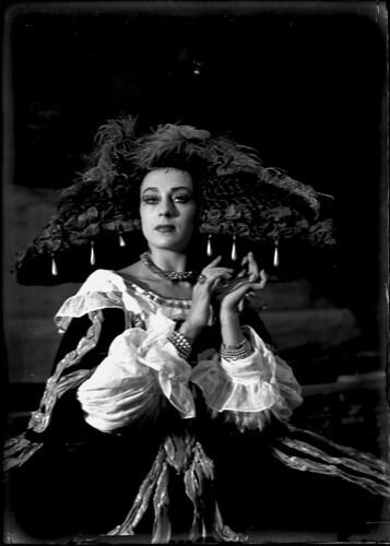 "Tamara Grigorieva in ""Pavane"", original Ballet Russe, 1940."