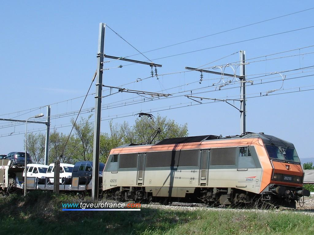 La BB 26215 SYBIC de la SNCF circulant sur la ligne Avignon - Marseille