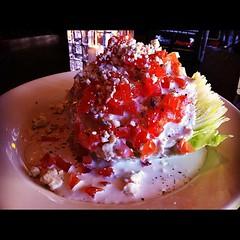 ICE BIRGなんとかっていうレタスにブルーチーズソースとトマトかけたやつうますぎ!