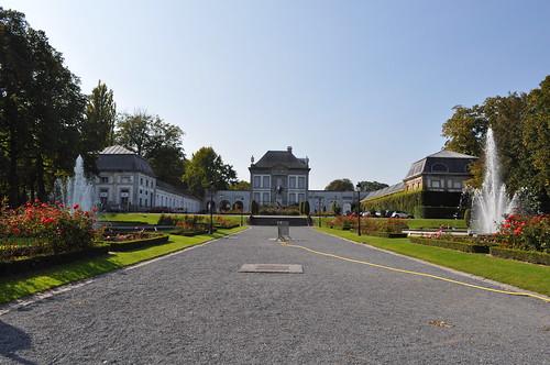 2011.09.25.123 TOURNAI - Place Reine Astrid