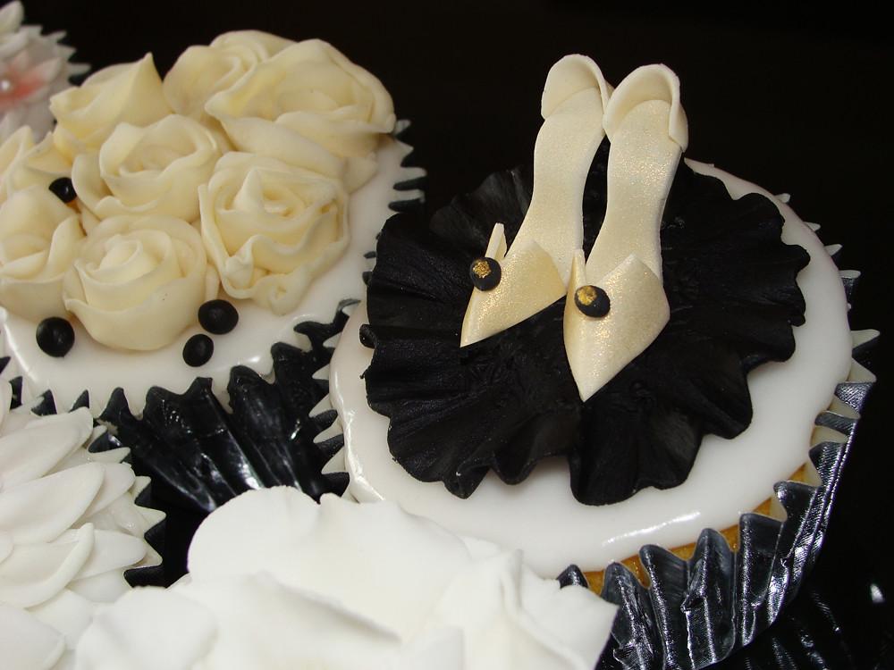 351deaa2a832 ... Mini shoes and chocolate roses