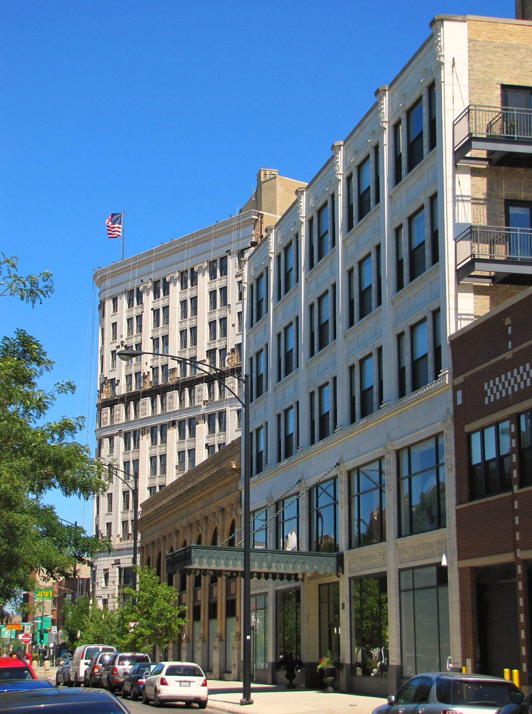 Hotels Near Uptown Chicago