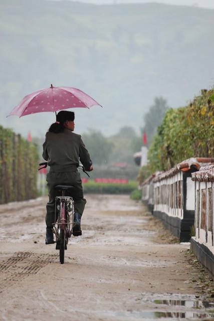 ¿Es verdad que en Corea del Norte las mujeres no pueden andar en bicileta? 6166253877_5460cc8cbe_z