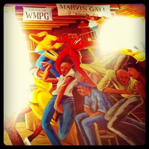 とあるバーの壁画。