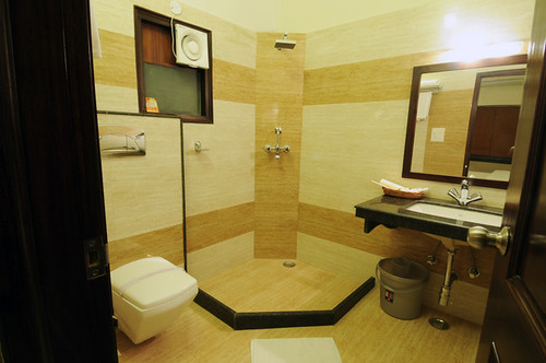Kothianandam-luxury-bathrooms-economy-hotel-jaipur