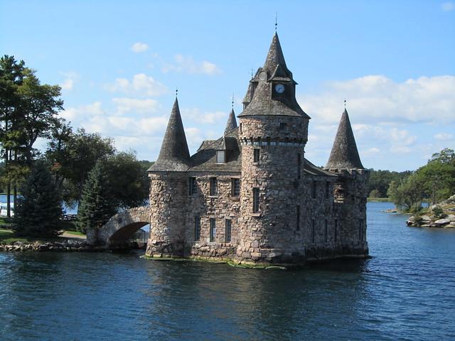 canada gananoque boldt castle on thousand islands. Black Bedroom Furniture Sets. Home Design Ideas
