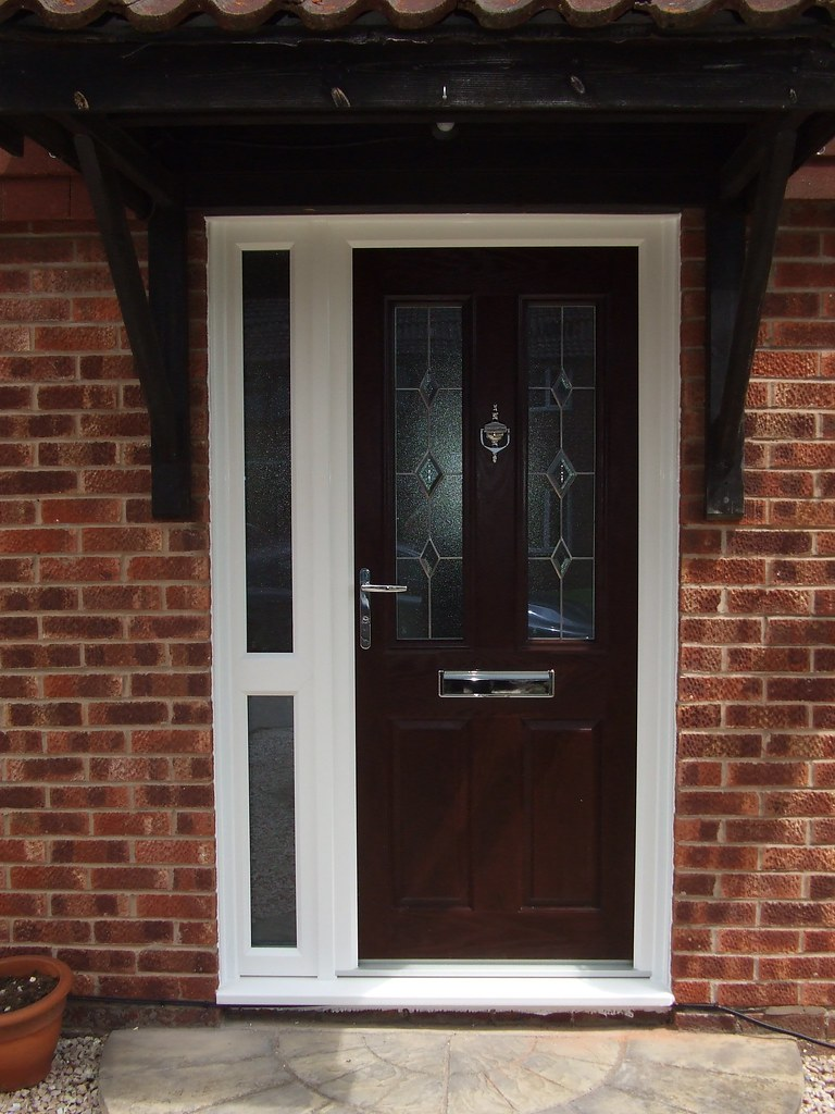 Rosewood Composite Door with White Frame and Sidelight