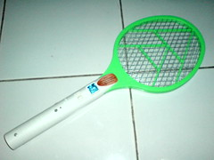 sports equipment(0.0), cue stick(0.0), golf club(0.0), net(0.0), strings(1.0), rackets(1.0),