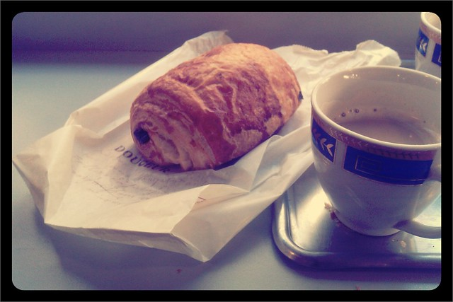 Pain chocolat and coffee