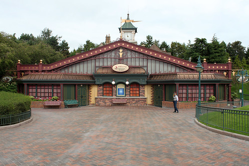 Fantasy Festival Stage & Fantasyland Station and the courtyard looking fresh after their refurb