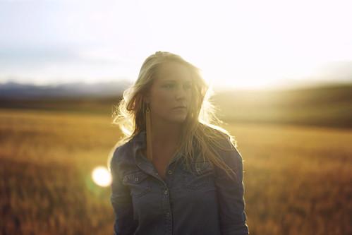 light sunset summer sun mountains turn golden colorado sister wheat blonde goldenhour denium
