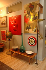 Amazing tension pole lamp and lane table