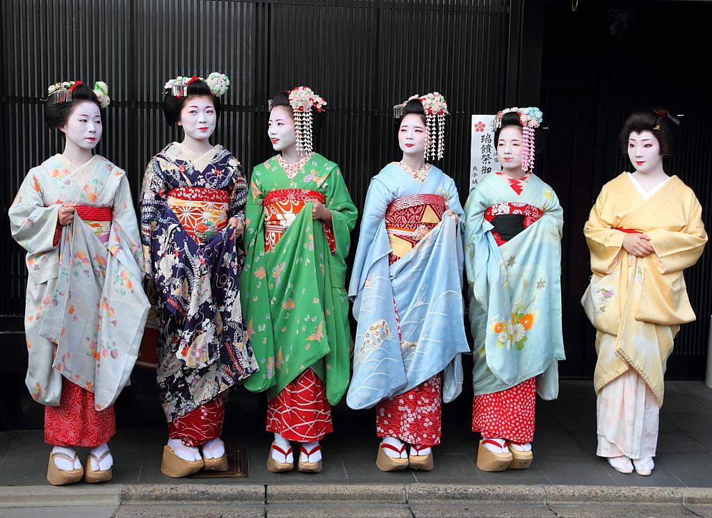Tracking down maiko/geisha who wore your hikizuri! 6181107062_5418d679d1_b