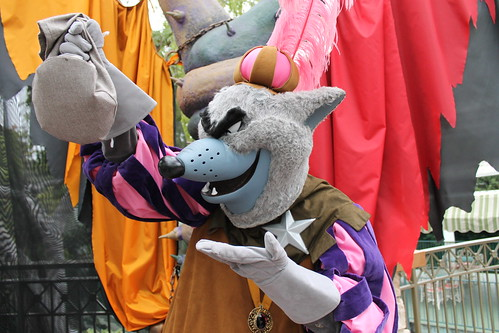 "Foto ""Meeting the Sheriff of Nottingham at the Disney Villains Meet-And-Greet Area"" by Loren Javier - flickr"