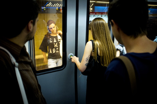 In the subway´s door