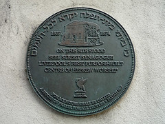 Photo of Seel Street Synagogue bronze plaque