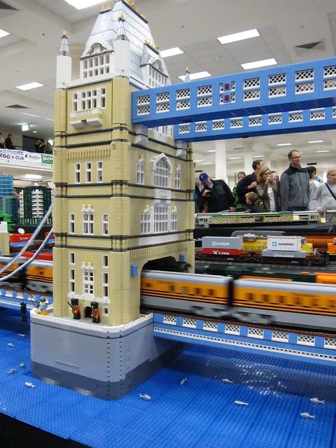 lego tower bridge w train flickr photo sharing. Black Bedroom Furniture Sets. Home Design Ideas