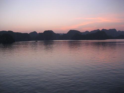 sunset heritage unesco worldheritagesite vietnam 2008 karst unescoworldheritage halong halongbay worldheritage worldheritagelist unescoworldheritagelist karstmountains