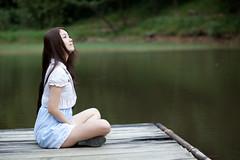 [フリー画像素材] 人物, 女性 - アジア, 人物 - 河川・湖, 台湾人, 女性 - 座る ID:201212011800