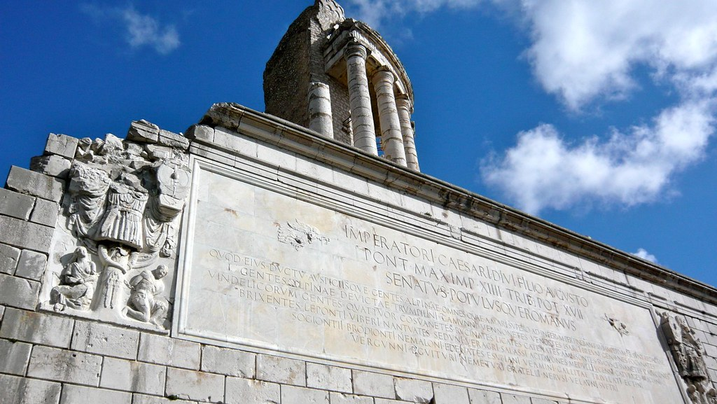 Inscripción del Trofeo de Augusto en honor del emperador