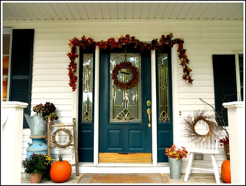 Front stoop ideas fabulous fall pinterest for Front door stoop ideas