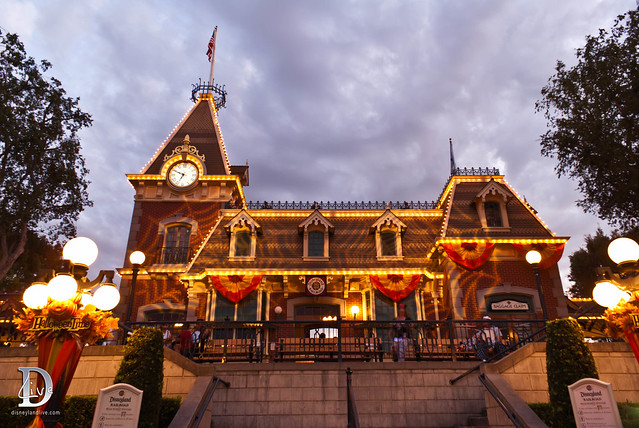 Mickey's Halloween Party - Train Station