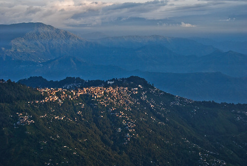 morning sunlight clouds hills darjeeling tigerhill