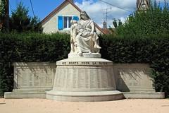 25 VALENTIGNEY - Monument aux Morts de 1914-1918 et 1939-1945