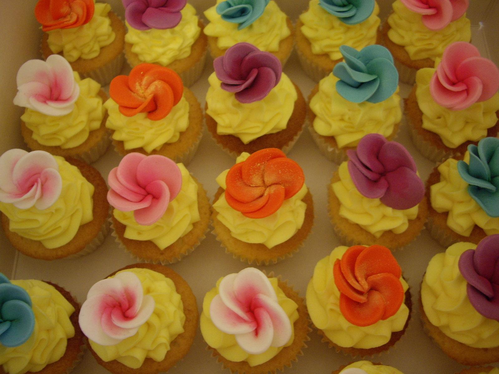 Hawaiian tropic Mini cupcakes for a hawaiian themed