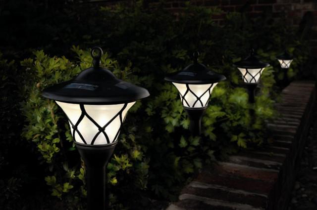 Una mirada verde como iluminar el jardin con energia solar - Fuentes solares para jardin ...